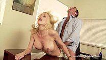Loira famosas fazendo sexo com o patrão