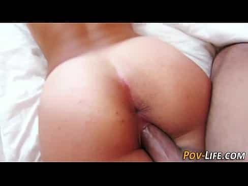 Jovem em porno de novinha dando gostoso