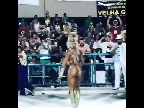 No carnaval juju salimeni nua desfilando