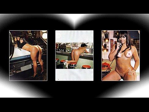 Morena mulher melancia pelada mostrando a buceta