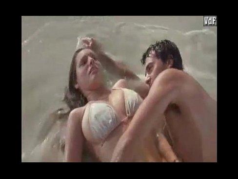 Na praia kelly brook nua faz sexo gostoso