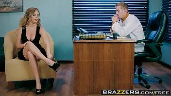 Bela secretaria dos peitoes gostosos em sexo