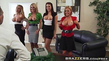 No serviço tetas gostosas das mulheres fodendo com o chefe