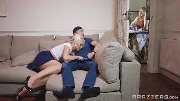Loira bem safada do samba sexo fazendo sexo com o amigo da irma