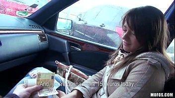 Dentro do carro video mulher gozando com uma pica na sua xota