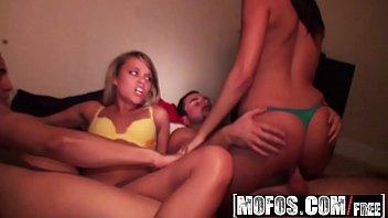 Belas novinhas em uma festa no video porno buceta gostosa