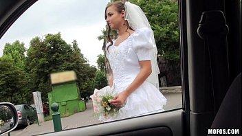 Fodendo a bucetinha da novinha que ia se casar