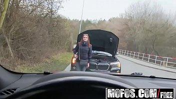 Rapaz em sexo vidio com sua amiga dentro do carro