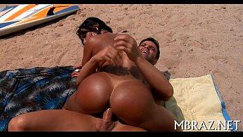 Vadia carioca no porno caseiro dando na praia