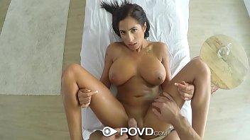 Bela peituda nua no vide porno