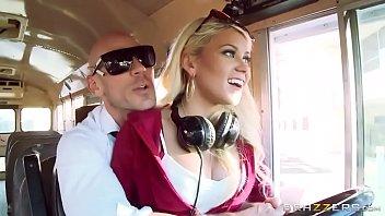 Loira no pornoirado fode com piloto de avião