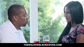 Negro em sexo com a puta bem gata do tube 8