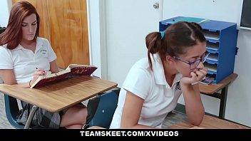 Novinha no filme porno completo fodendo na escola