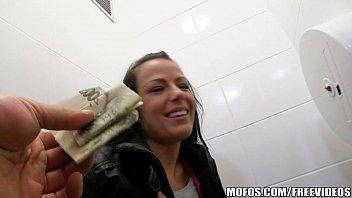 Uma bela mulher no sexo videos adorando ser fodida