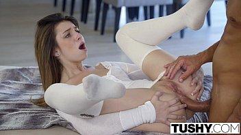 Uma safada mulher magrinha no anal gostoso