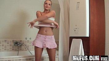 Novinha no porno rapido se tocando no banho