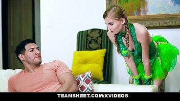 Mulher novinha em vidio porno tomando o cacete grande
