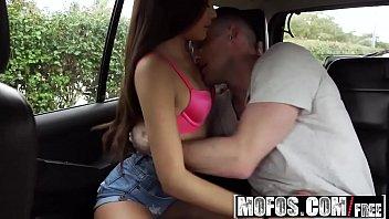 Linda safada em sexo no carro sendo comida